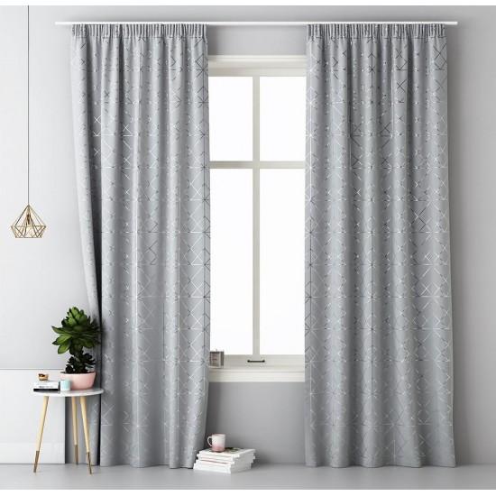Svetlosivý záves na okno s elegantným strieborným vzorom