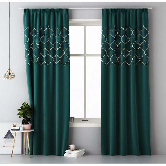 Tmavozelený záves na okno s riasiacou páskou s marockým vzorom