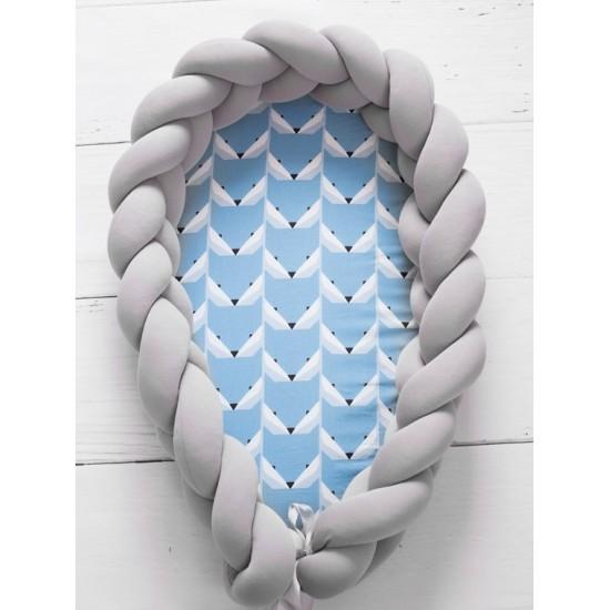 Modro sivý kokón pre bábätko so vzorom líštičiek