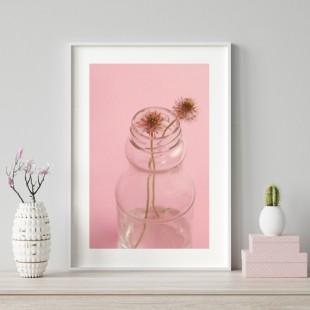Ružový plagát na stenu s vázou