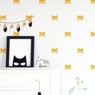 Tmavo žltá detská nálepka na stenu - maska hrdinu