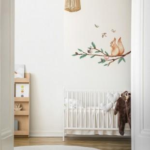 Nálepka na stenu do detskej izby s motívom veveričky a vtáčikov