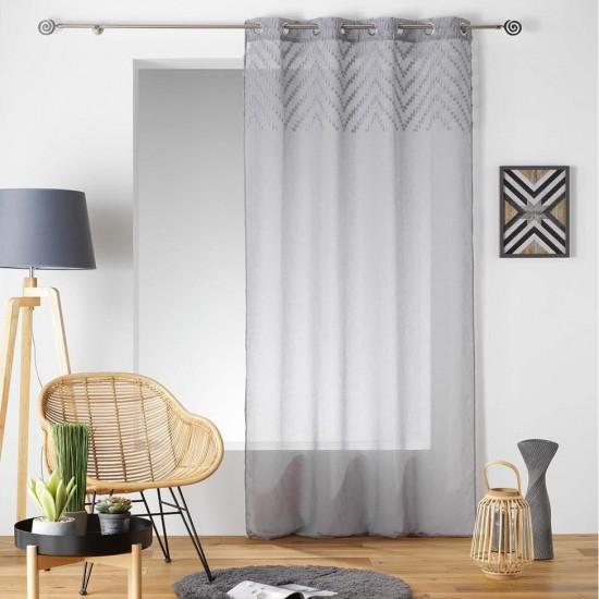 Sivá záclona s cik-cak vzorom v hornej časti