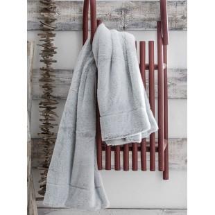 Jednofarebná svetlosivá mäkká deka