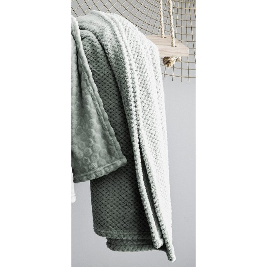Moderná mentolová mäkká deka s bodkovaným vzorom