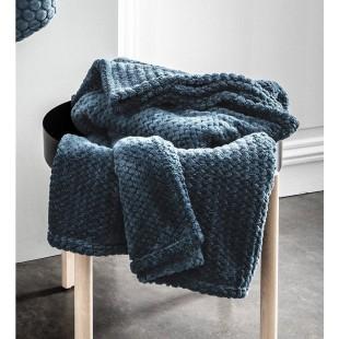 Moderná tmavomodrá mäkká deka s cik-cak vzorom