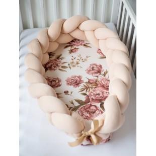 Béžovo ružový kokón pre bábätko so vzorom pivóniek