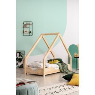 Drevená detská posteľ so strieškou