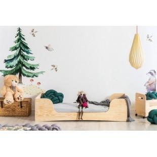 Štýlová posteľ z borovicového dreva