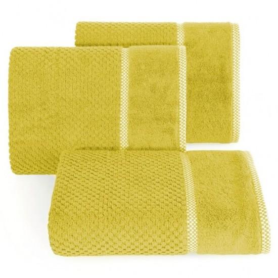 Elegantný horčicový bavlnený uterák s vyšívanou aplikáciou