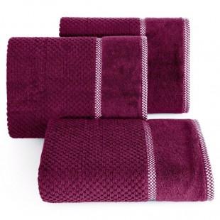 Elegantný fialový bavlnený uterák s vyšívanou aplikáciou