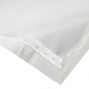 Biely ozdobný behúň na stôl s čipkovou ozdobou
