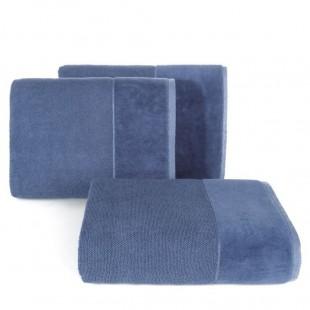 Modrý bavlnený uterák so širokým zamatovým okrajom