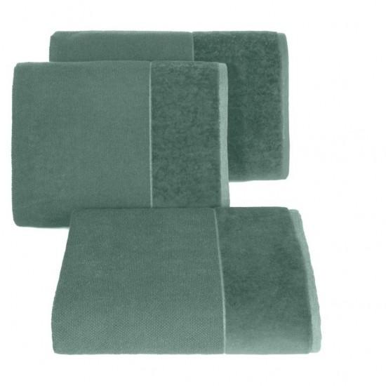 Zelený bavlnený uterák so širokým zamatovým okrajom