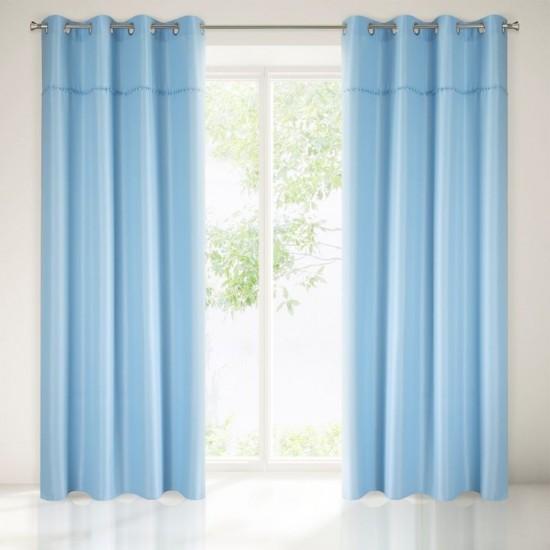 Nebesko modrý záves na okno s brmbolcami