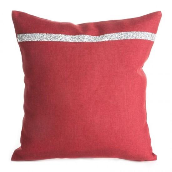 Červená ozdobná obliečka na vankúš so strieborným prúžkom