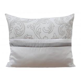 Dekoračná bielo sivá obliečka na vankúš s elegantným vzorom