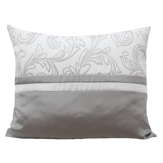 Dekoračná sivo biela obliečka na vankúš s elegantným vzorom