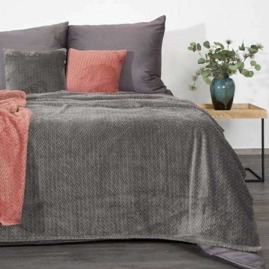 Tmavosivá dekoračná deka na posteľ so vzorom