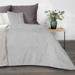 Svetlosivá dekoračná deka na posteľ s cik-cak vzorom