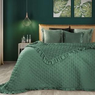 Tmavozelený prehoz na posteľ s ozdobným lemom