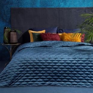 Prešívaný tmavomodrý dekoračný prehoz na posteľ