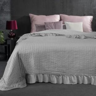 Prešívaný mentolový dekoračný prehoz na posteľ s ozdobným volánom