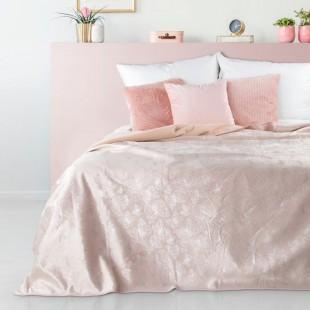 Pudrovo ružový dekoračný prehoz na posteľ s motívom motýľov