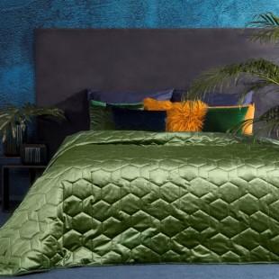 Zamatový olivovo zelený prešívaný dekoračný prehoz na posteľ