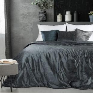 Zamatový tmavosivý dekoračný prehoz na posteľ s ozdobným vzorom