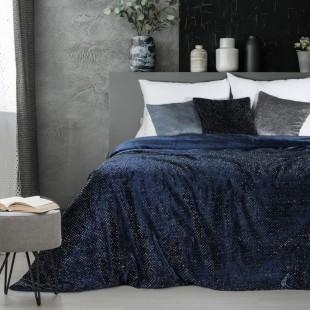 Zamatový tmavomodrý dekoračný prehoz na posteľ s ozdobným vzorom