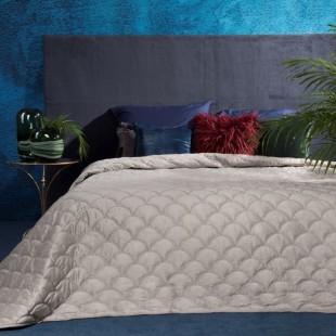 Béžový dekoračný prehoz na posteľ s ozdobným vzorom rybích šupín