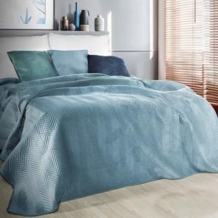 Modrý zamatový prehoz na posteľ s cik-cak prešívaním