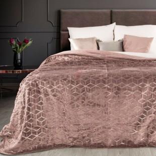Tmavoružový dekoračný prehoz na posteľ s geometrickým vzorom