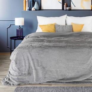 Sivo strieborný plyšový dekoračný prehoz na posteľ s krátkym vlasom