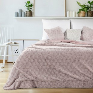 Svetloružový plyšový dekoračný prehoz na posteľ so vzorom