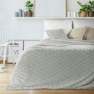 Svetlosivý plyšový dekoračný prehoz na posteľ so vzorom