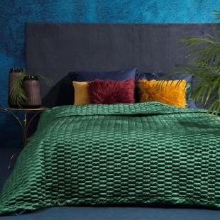 Tmavozelený prešívaný dekoračný prehoz na posteľ so vzorom