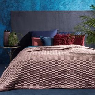 Svetloružový prešívaný dekoračný prehoz na posteľ so vzorom