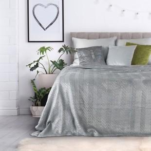 Sivo strieborný dekoračný prehoz na posteľ s cik-cak vzorom