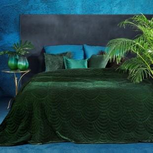 Tmavozelený jednofarebný zamatový prehoz na posteľ