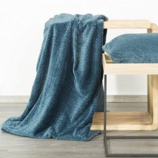 Modrá dekoračná deka na posteľ s cik-cak vzorom