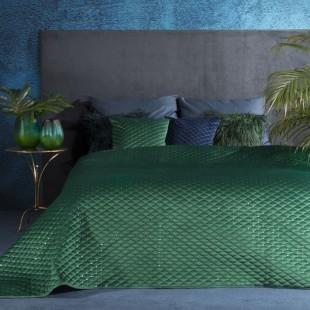 Tmavozelený jednofarebný prešívaný prehoz na posteľ s ozdobou