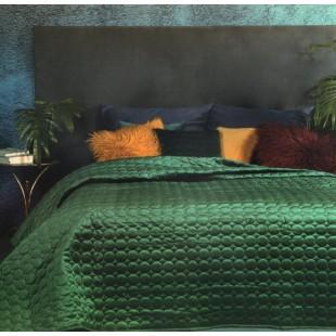 Tmavozelený prešívaný prehoz na posteľ s guličkami
