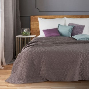 Dekoračný staroružový prehoz na posteľ s prešívanými trojuholníkmi