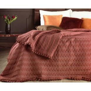 Tehlový prešívaný prehoz na posteľ s ozdobným volánom