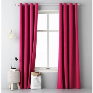 Okenný záves ružovej farby