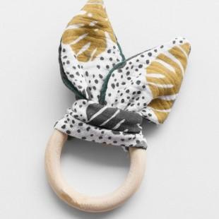 Ekologické drevené detské hryzátko so vzorom palmových listov
