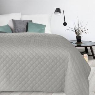 Sivý jednofarebný zamatový prehoz na posteľ