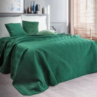 Zelený zamatový prehoz na posteľ s cik-cak prešívaním